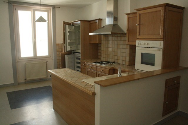 Verhuren  appartement Saint-genest-lerpt 385€ CC - Foto 1