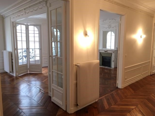 Rental apartment Paris 9ème 3686€ CC - Picture 3