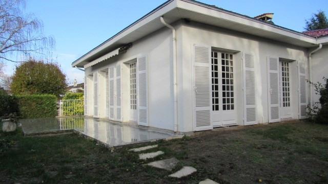 Sale house / villa Saint-jean-d'angély 284850€ - Picture 1