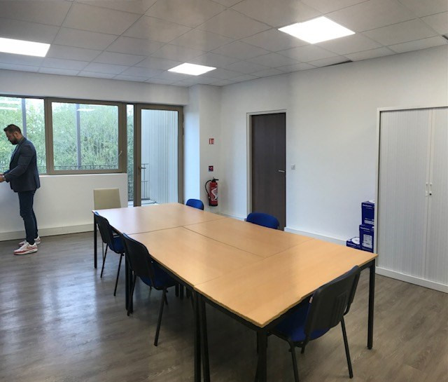 Location local commercial Bois-d'arcy 11718€ HT/HC - Photo 6