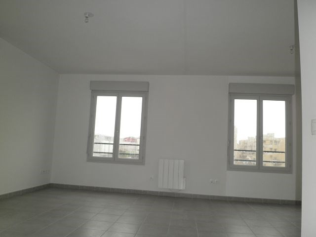 Rental apartment L isle d abeau 617€ CC - Picture 3