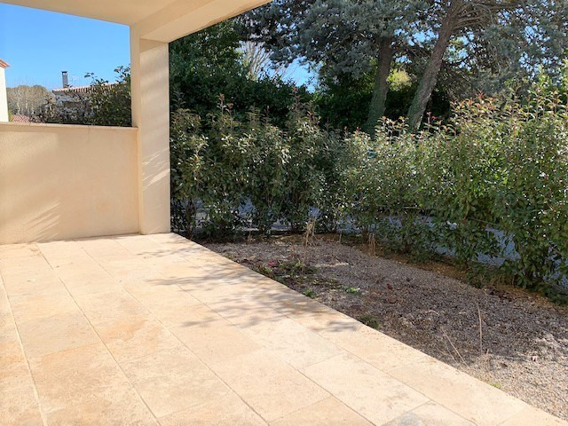 Location appartement Cabries 850€ CC - Photo 3