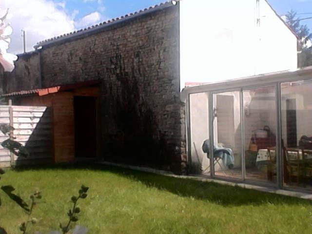 Sale house / villa Saint-jean-d'angély 106500€ - Picture 2