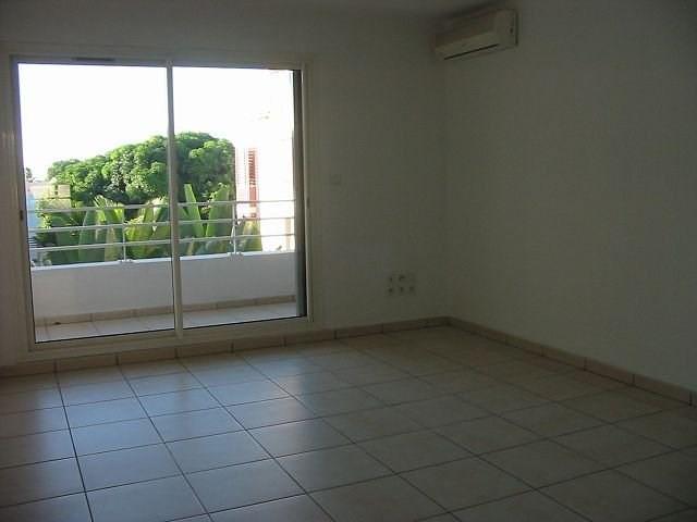 Location appartement St denis 367€ CC - Photo 2