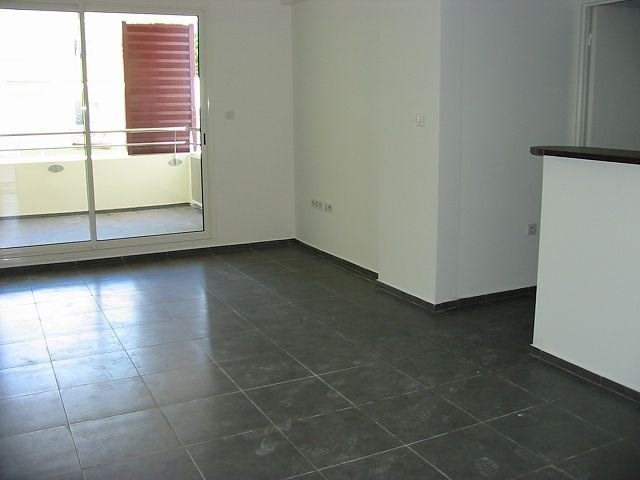 Location appartement Ste clotilde 705€ CC - Photo 1