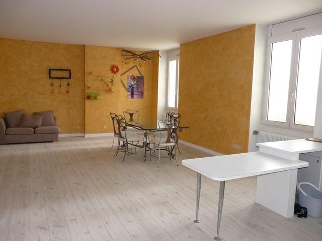 Rental apartment Saint-etienne 710€ CC - Picture 1