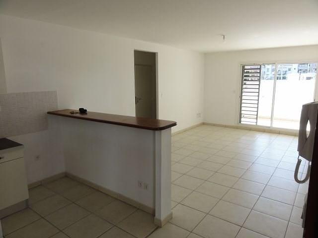 Location appartement St denis 766€ CC - Photo 3