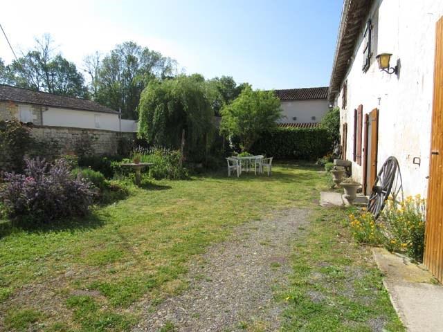 Vente maison / villa Saint-jean-d'angély 127800€ - Photo 2