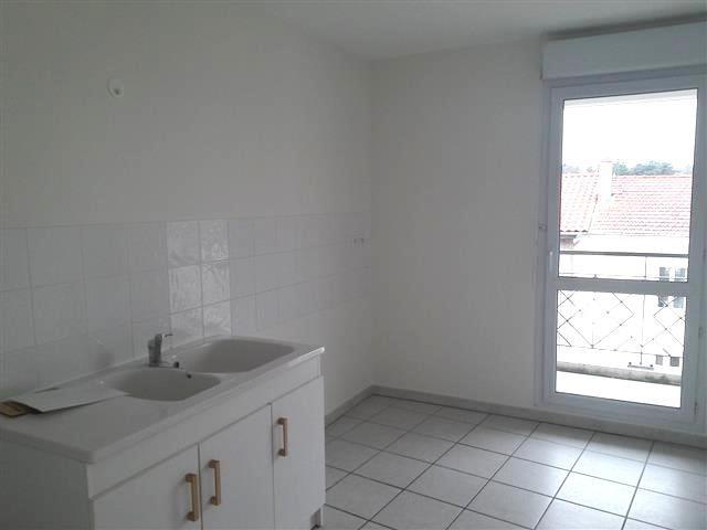 Location appartement Villefranche sur saone 735€ CC - Photo 2