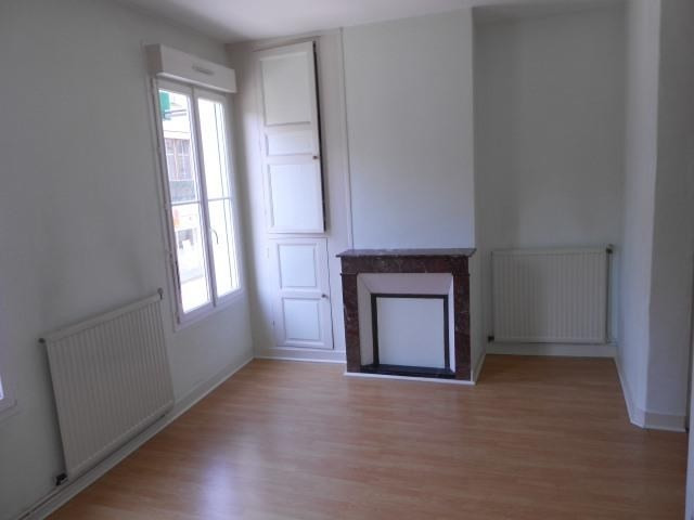 Rental apartment Vendome 525€ CC - Picture 1