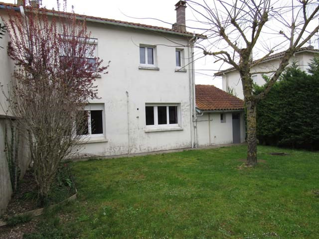 Sale house / villa Saint-jean-d'angély 93 900€ - Picture 1
