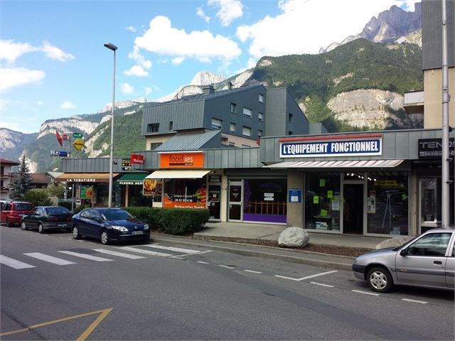 Location local commercial Sallanches 710€ CC - Photo 2