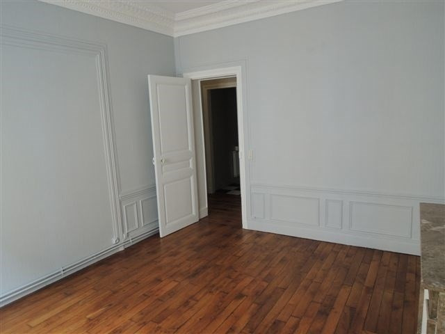 Rental apartment Courbevoie 1 380€ CC - Picture 5