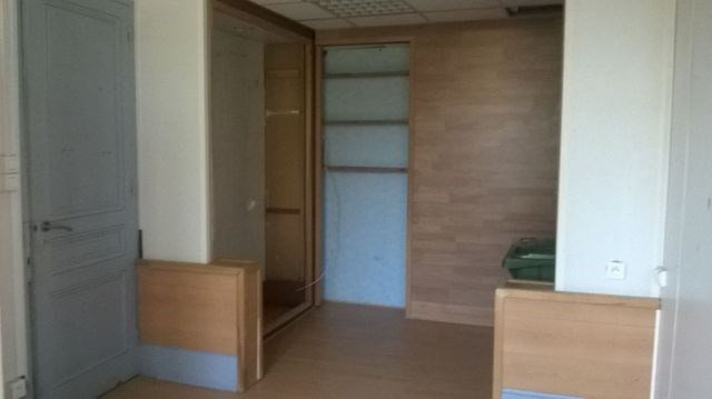Location local commercial Le chambon-feugerolles 531€ CC - Photo 6