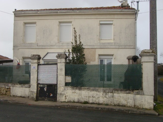 Sale house / villa Saint-jean-d'angély 80 250€ - Picture 1