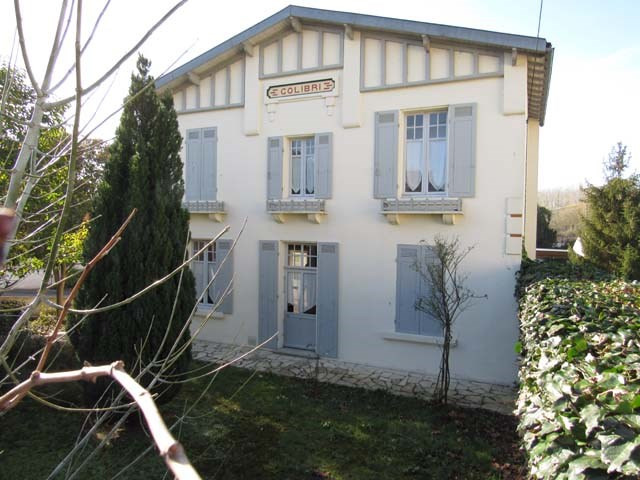 Sale house / villa Saint-jean-d'angély 249100€ - Picture 1