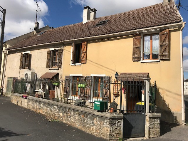 Sale house / villa Crecy la chapelle 170 000€ - Picture 1