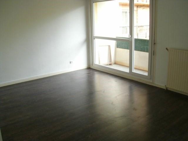Rental apartment Maurepas 810€ CC - Picture 2