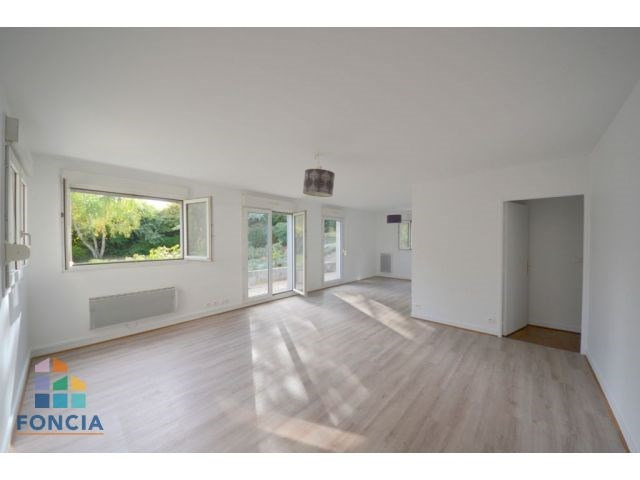 Sale apartment Suresnes 580000€ - Picture 1