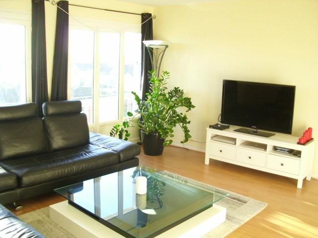 Rental apartment Maurepas 850€ CC - Picture 1