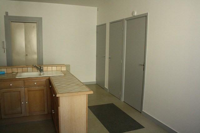 Verhuren  appartement Saint-genest-lerpt 385€ CC - Foto 2