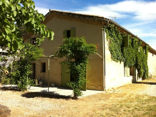 Location maison / villa Meyrargues 1 886€ CC - Photo 2