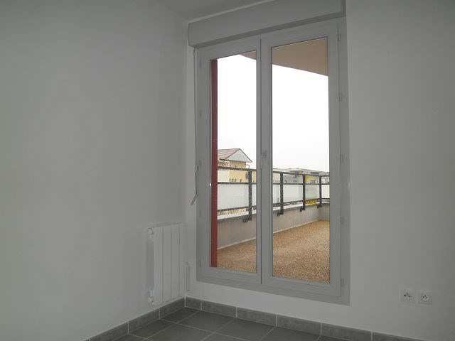 Rental apartment L isle d abeau 617€ CC - Picture 6