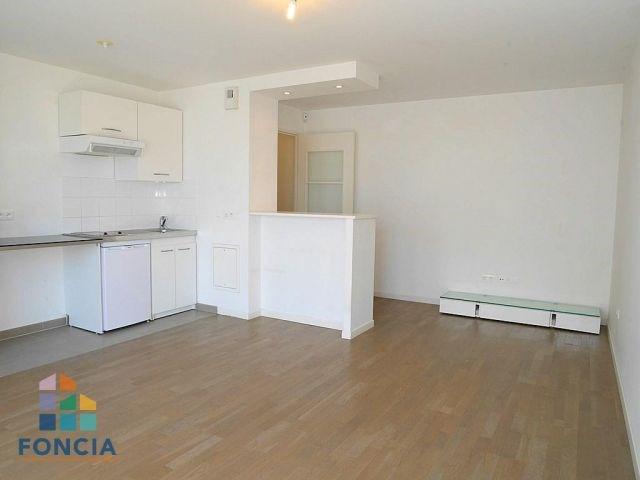Location appartement Suresnes 855€ CC - Photo 1