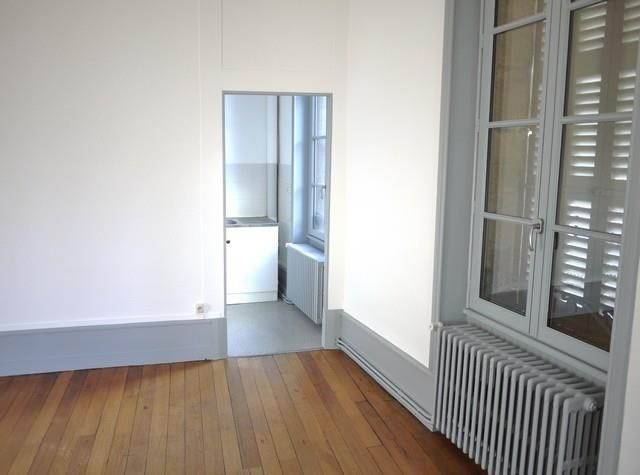 Rental apartment Bourbon l archambault 365€ CC - Picture 2