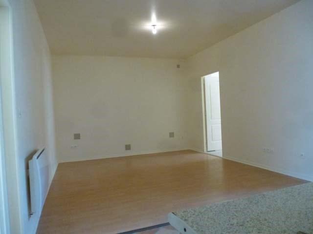 Sale apartment Saint jean d'angely 59250€ - Picture 2