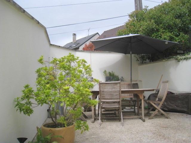 Sale house / villa Bougival 550000€ - Picture 1