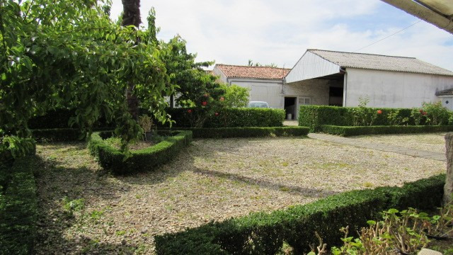 Sale house / villa Loulay 150 520€ - Picture 2