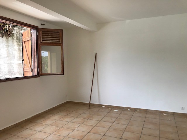 Location appartement Le gosier 720€ CC - Photo 2
