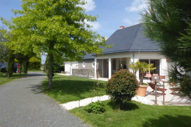 Sale house / villa Saint lambert du lattay 350000€ - Picture 2