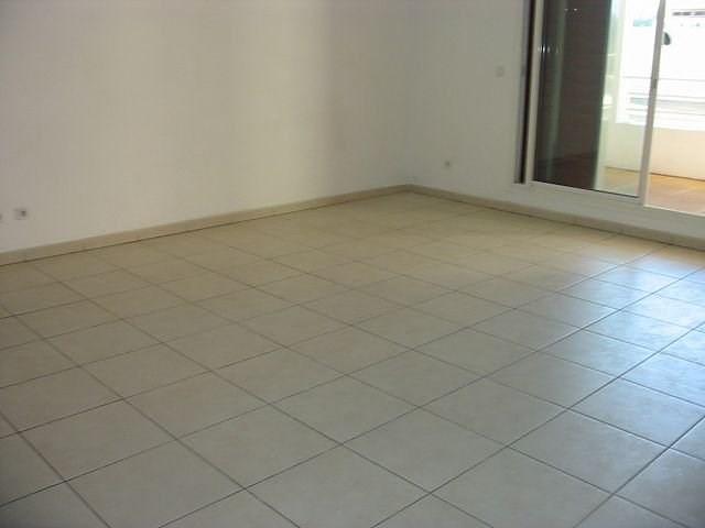 Location appartement St denis 801€ CC - Photo 1