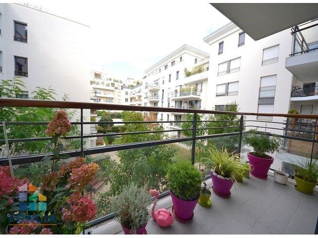 Rental apartment Suresnes 2 047€ CC - Picture 1
