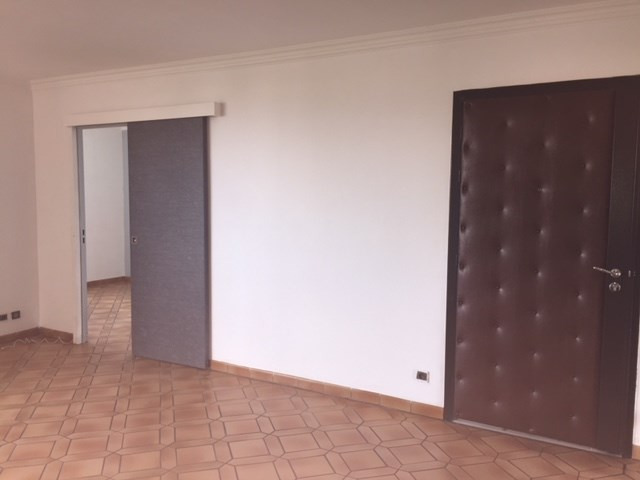 Location appartement Roche-la-moliere 661€ CC - Photo 2