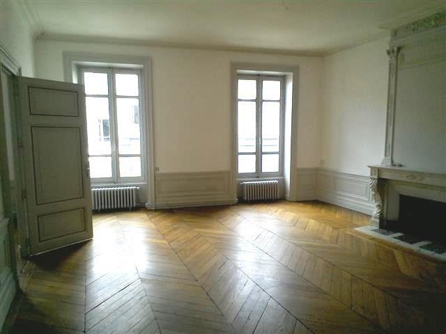 Location appartement Villefranche sur saone 847,42€ CC - Photo 1