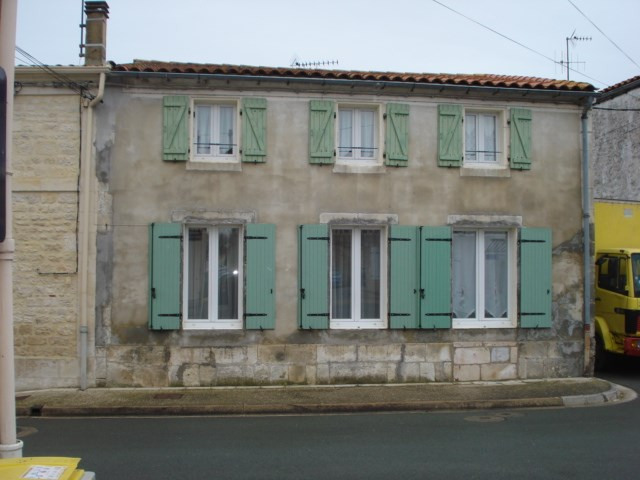 Sale house / villa Saint-agnant 159 000€ - Picture 1