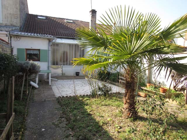 Vente maison / villa Saint-jean-d'angély 88650€ - Photo 1