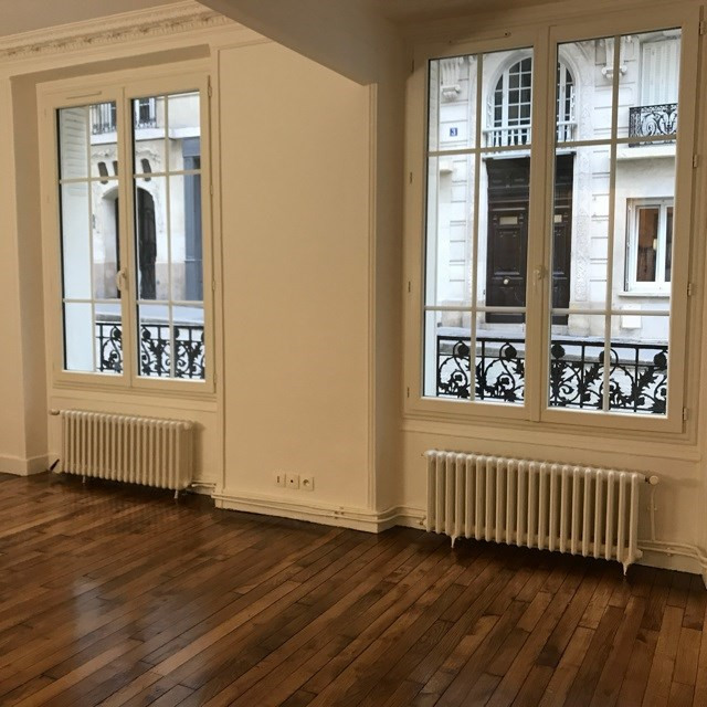 Location appartement Paris 18ème 1 300€ CC - Photo 1