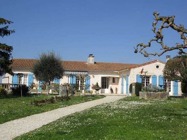 Vente maison / villa Saint jean d'angély 305950€ - Photo 1
