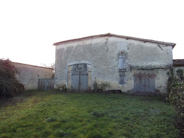 Vente bâtiment Loulay 80250€ - Photo 2