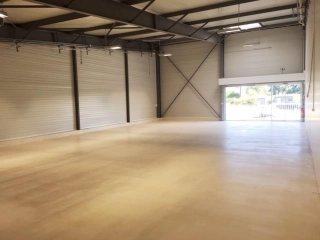 Location local commercial Fougeres 1100€ HT/HC - Photo 2