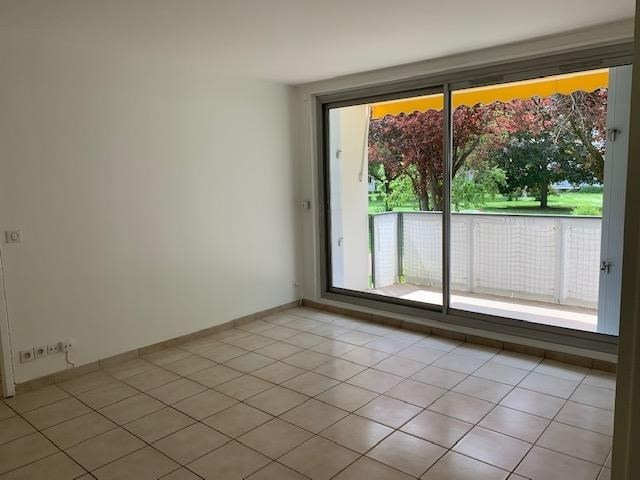 Rental apartment Marly le roi 940€ CC - Picture 2