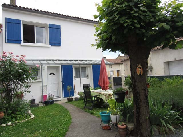 Sale house / villa Saint-jean-d'angély 169 600€ - Picture 1