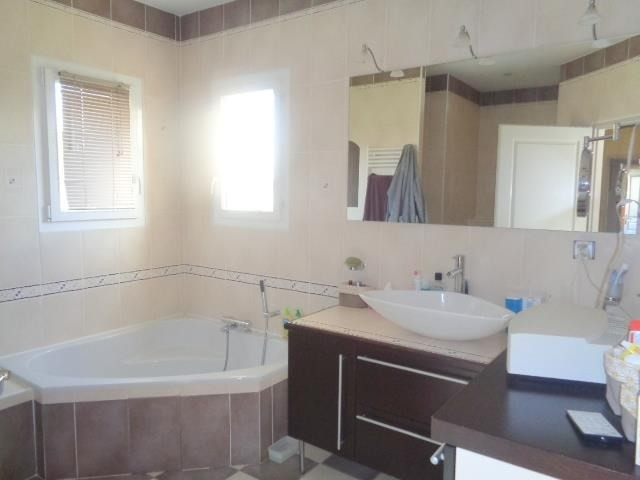 Sale house / villa Saint andre de cubzac 430000€ - Picture 6