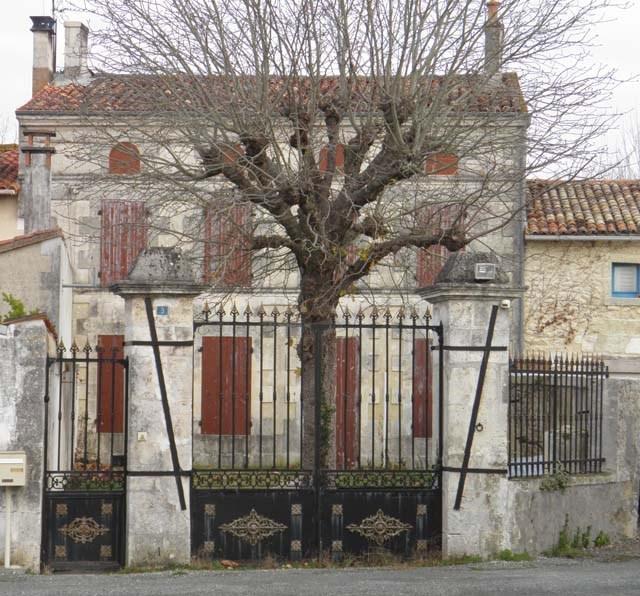 Sale house / villa Saint jean d'angely 57150€ - Picture 2
