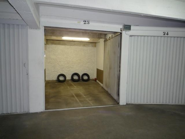 Location parking Paris 16ème 180€ CC - Photo 1