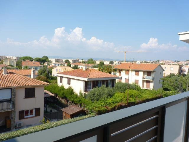 Sale apartment Fréjus 249 000€ - Picture 3